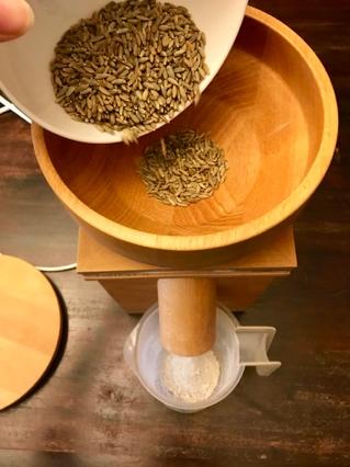 Brotbackkurs Online - Getreide mahlen