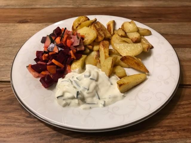 Rote Beete mit Kartoffelspalten